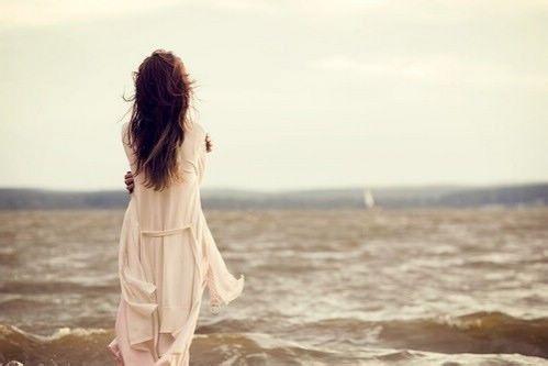特别难受想哭的说说 女人看了心碎的句子