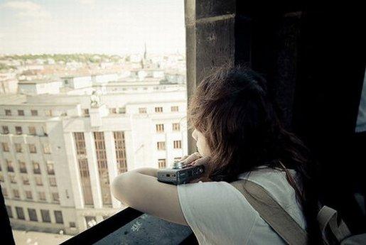爱情感慨句子说说心情短语 女生伤感一句话