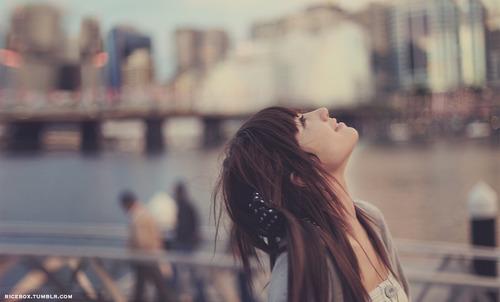 心情有点伤感纠结的说说 女生失恋的句子