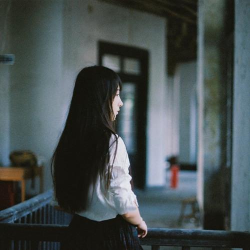 卑微伤感句子让人想哭 女子淡淡的忧伤的说说