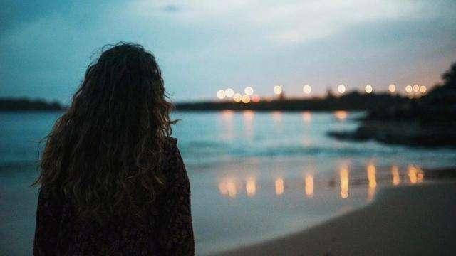 触碰内心深处的伤感句子  崩溃难过的爱情说说