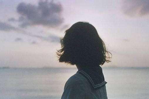 00后凉凉qq说说大全 一个人深夜痛哭的伤感句子