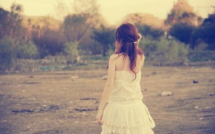 假装坚强的伤感难过句子自己心累难受的说说